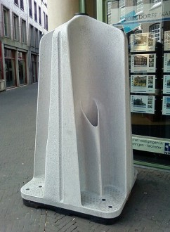 Open-air urinal in Den Haag, similar to the ones trialled in Sydney.